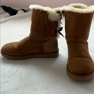 Tan bailey bow UGG boots